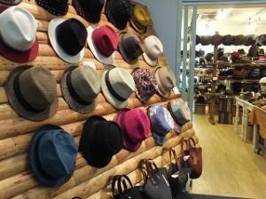 色とりどりの帽子を扱っていたショップ